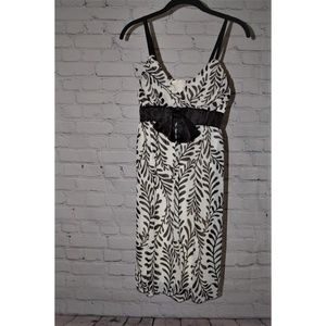 White/Black Sleeveless Dress
